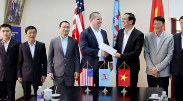 Thien Tan Group discuss about solar power projects with First Solar (USA)